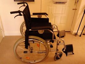 Bariatric self-propelled wheelchair
