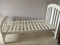 Mamas & Papas Cot bed + changing table/chest of drawers