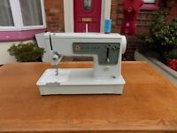 SINGER SEWING MACHINE Straight Stitch Model 449 in Very Good Condition