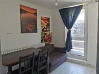 DSS WELCOME Spacious 3 Bedroom 1st Floor Flat with Balcony on Teviot St E14