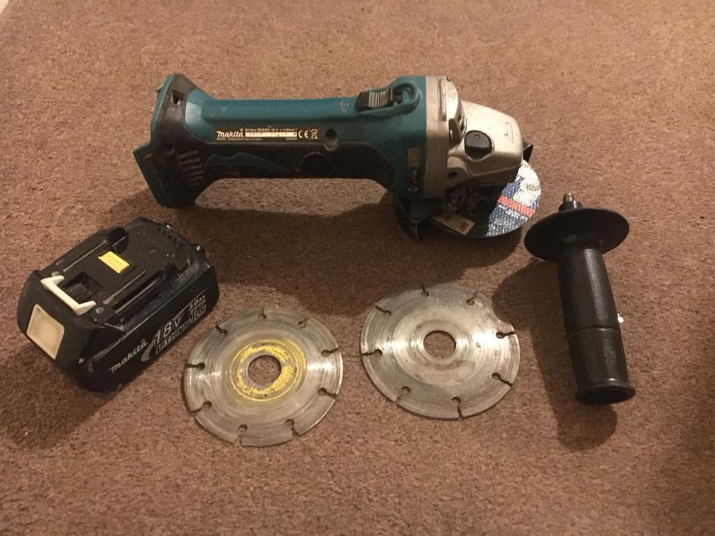 Makita 18v LXT DGA452 angle grinder with battery and diamond disks