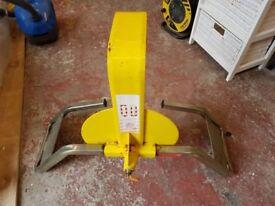 Bulldog wheel clamp -