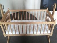 Beautiful wooden baby crib, ideal to keep your newborn close.