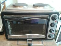 BUSH ELECTRIC MINI OVEN WITH 2 HOT PLATE/RINGS