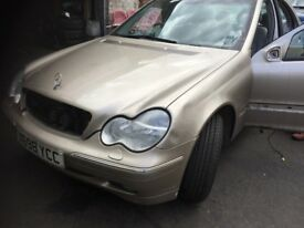 02 MERCEDES C200 FULL CAR BREAKING FOR ANY PARTS CALL ON