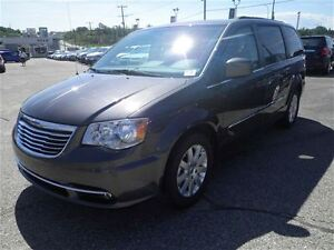 2016 Chrysler Town & Country Touring  Backup Camera  Power Seats