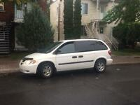 2005 dodge caravan mini van 7 seats cold AC and DVD player