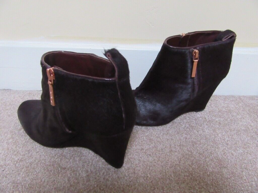 c0cc30e69f8 Clarks Plus womens LORENZO OCEAN leather pony hair wedge heeled ankle boots  5.5