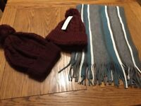 2 LADIES WOOLEY HATS NEWLOOK & UNISEX SCARF