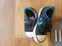 Kids size 7 converse