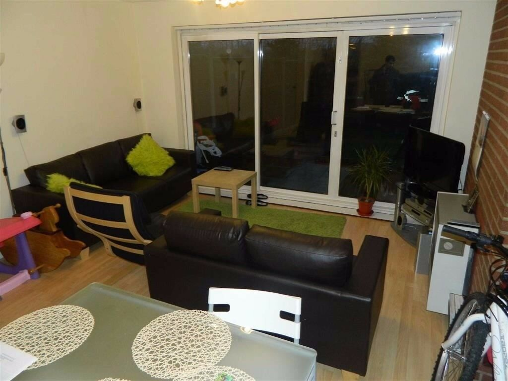 Three bedroom mid terrace house to rent in Northolt