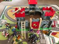 Le Toy Van wooden knights castle play set