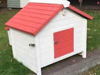 |House sleeps approx 4chickens, removable roof, back part for eggs
