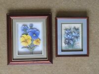 Two 3D pictures of flowers