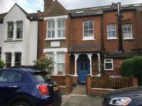 Large double room in lovely Edwardian flat - fantastic area