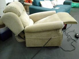 Ex HSL cream electric recliner/riserchair in great condition