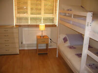 Nice room to share with a girl in West London W12 close to Westfield & White City