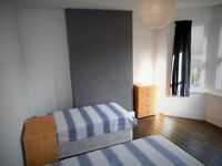 LARGE TWIN ROOM IN NEWLY REFURBISHED HOUSE*1 MIN WALK TO WEST HAM