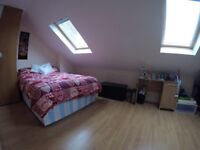 STUNNING DOUBLE BEDROOM WITH PRIVATE BATHROOM ON THE METROPOLITAN LINE