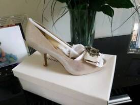 *New* Womens shoes size 6