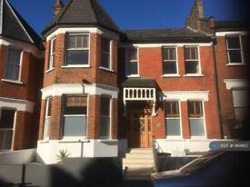 7 bedroom house in Stapleton Hall Road, London, N4 (7 bed) (#969183)