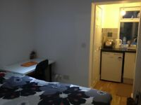 LOVELY STUDIO FOR £800 IN E16 WITH ALL BILLS!!
