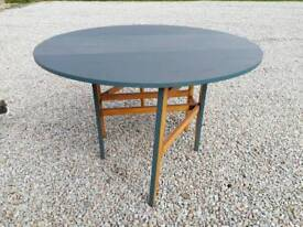Folding table (upcycle project)