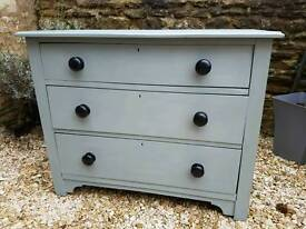 Victorian style chest of drawers