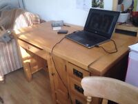 Solid Oak Desk - High quality/good condition