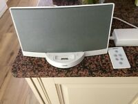 BOSE IPOD SPEAKER LARGE OUT LET WITH REMOTE