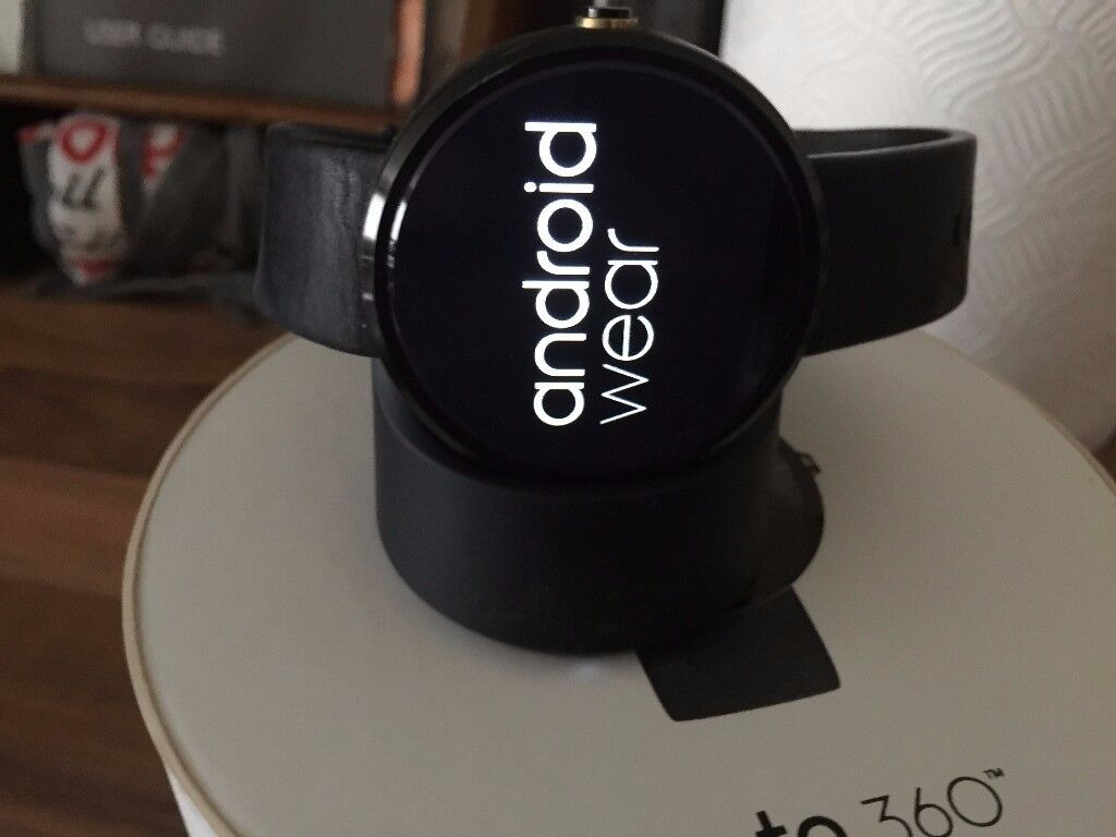 Moto 360 smart watch, android but also connects to an iphone