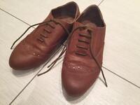 Ladies flat fashion shoe