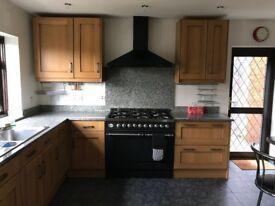 Oakwood Kitchen Cabinets Including Britannia Cooker & Granite worktop