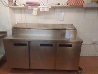 Chicken shop/steamer/chciekn display/pizza topping table