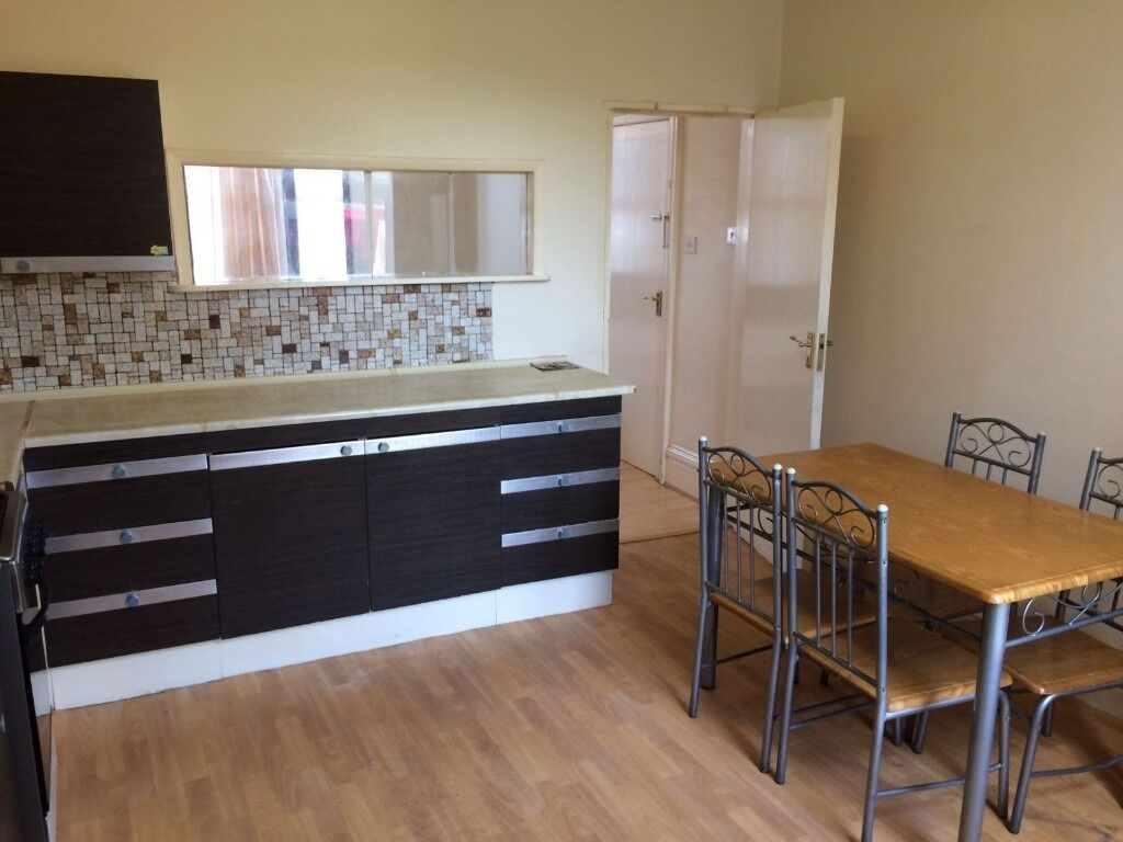 Studio/1 Bed Ground floor for rent in seven kings/Ilford £800
