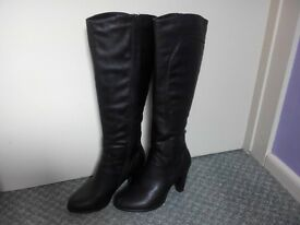 Faux leather knee high boots in size 4 and NEW handbag for £5!