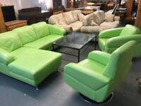 FABULOUS LIME GREEN LEATHER CHAISE SOFA WITH A SINGLE CHAIR AND A SWIVEL CHAIR