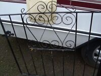 GARDEN GATE WITH FIXING POST AND LATCH PLASTIC COATED 39INCH WIDE 32 INCH TALL IN GOOD CONDITION £20