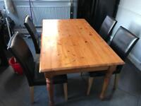 Oak dinning table with 4 leather chairs
