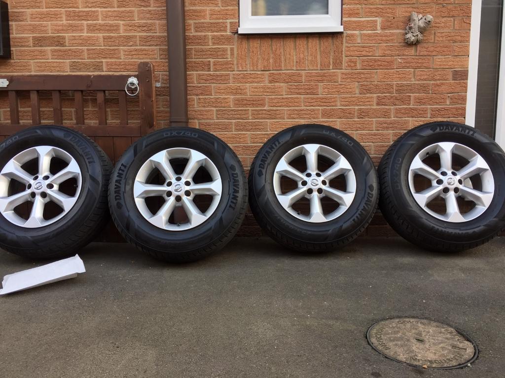 Nissan Navara d40 alloy wheels with new 255 x 65 r17 tyres / pathfinder alloys
