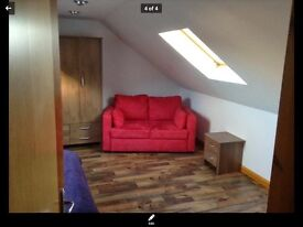 Immediate entry Spacious Attic room to rent in a family home. No deposit.