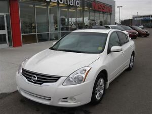 2010 Nissan Altima 2.5 S One Owner, Leather, Moonroof...