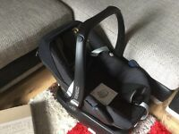 Maxi Cosi Pebble Car Seat 2015 AND Electronic Family Fix Base. Fantastic Condition!!! RRP £349!
