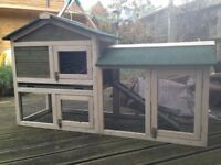 **FELT ROOF RABBIT/GUINEA PIG HUTCH WITH WATER/WIND PROOF COVER**