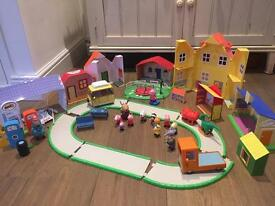 Peppa pig large play set for sale