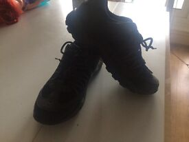 Trekking shoes for woman size 7