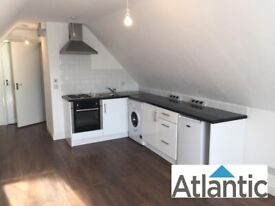 Top Floor Studio Flat In Tottenham, N17, Great Loctaion, Local to Train Station & Self contained