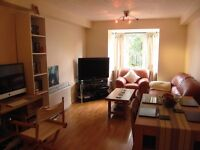 **Large 1 Bed Apartment with Private Parking, SE14** Perfect For Couples, Excellent Transport Links!