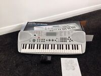 WH SMITH ELECTRIC KEYBOARD