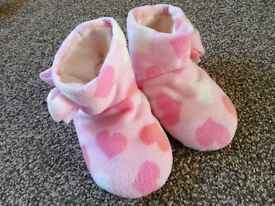 Toddler Girls Pink Boot Slippers. Size 4/5. Hardly worn!